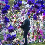 Fans flock to Prince memorial at Paisley Park in Minnesota – video